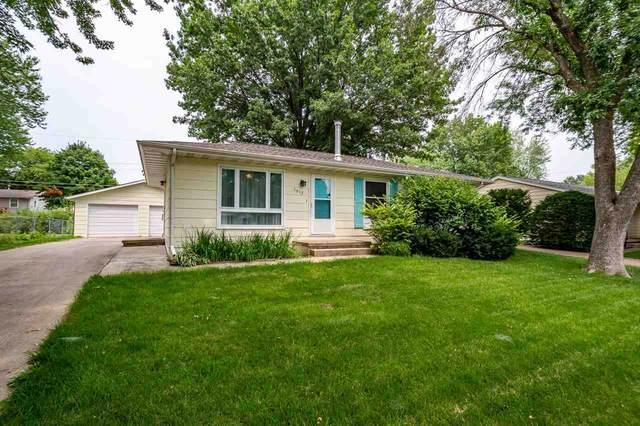 1612 California Ave, Iowa City, IA 52240 (MLS #202104358) :: Lepic Elite Home Team