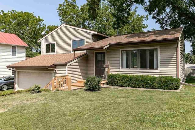 1710 Rochester Ave, Iowa City, IA 52245 (MLS #202104597) :: Lepic Elite Home Team