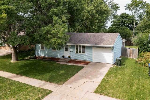 2124 Hollywood Blvd, Iowa City, IA 52240 (MLS #202104887) :: Lepic Elite Home Team