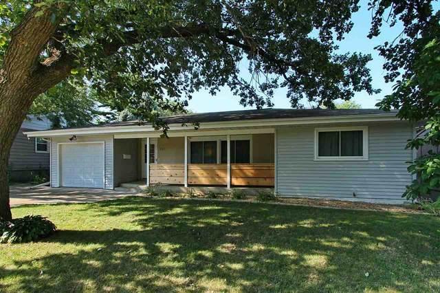 1512 Brookwood Dr, Iowa City, IA 52240 (MLS #202104952) :: Lepic Elite Home Team