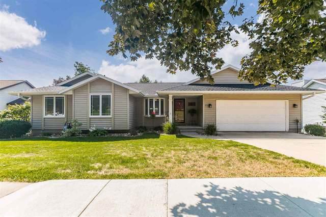 2315 Camelot Ave Nw, Cedar Rapids, IA 52405 (MLS #202104966) :: Lepic Elite Home Team