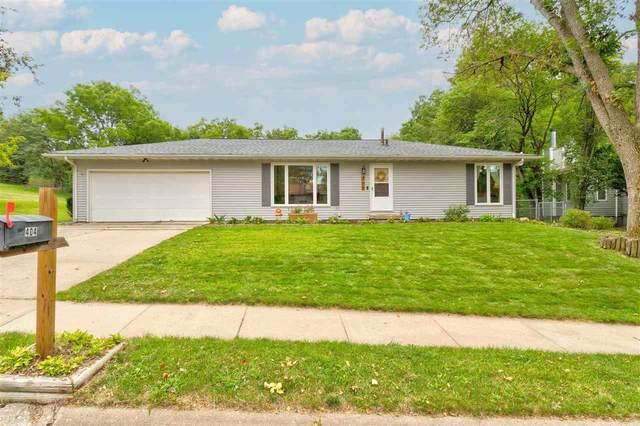 404 N Mount Vernon Dr, Iowa City, IA 52245 (MLS #202105002) :: Lepic Elite Home Team