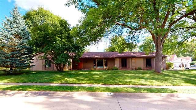 132 S Mount Vernon Dr, Iowa City, IA 52245 (MLS #202105097) :: The Johnson Team