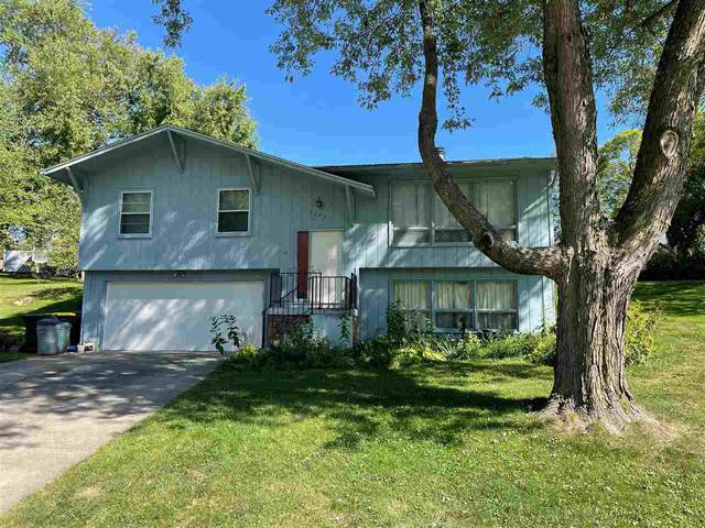 2687 Concord Cir, Iowa City, IA 52245 (MLS #202105214) :: Lepic Elite Home Team