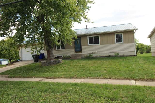 21 33rd Ave Dr, Cedar Rapids, IA 52404 (MLS #202105248) :: The Johnson Team