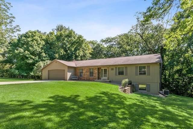 7 Westview Acres Ne, Iowa City, IA 52240 (MLS #202004726) :: Lepic Elite Home Team