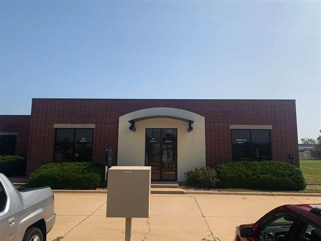 4935 Bowling St Sw B, Cedar Rapids, IA 52404 (MLS #202005629) :: The Johnson Team