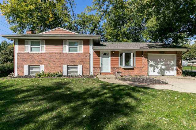 826 20th Ave, Coralville, IA 52241 (MLS #202005876) :: Lepic Elite Home Team