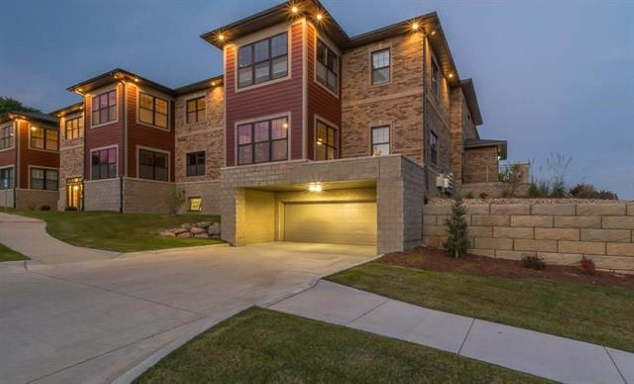 https://bt-photos.global.ssl.fastly.net/iowacity/orig_boomver_1_202003784-2.jpg