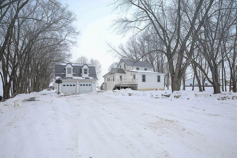 1154 Larch Avenue - Photo 1