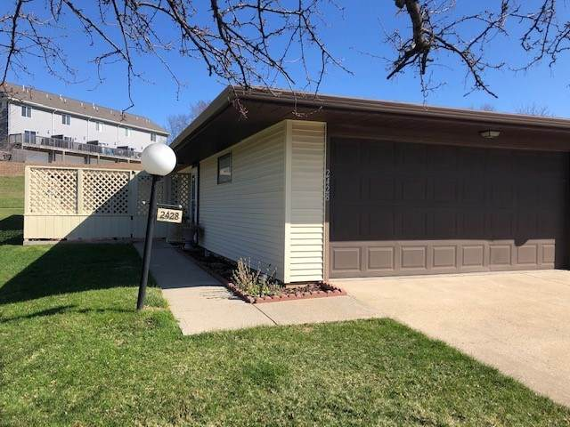 2428 Walden Court, Iowa City, IA 52246 (MLS #202101962) :: Lepic Elite Home Team