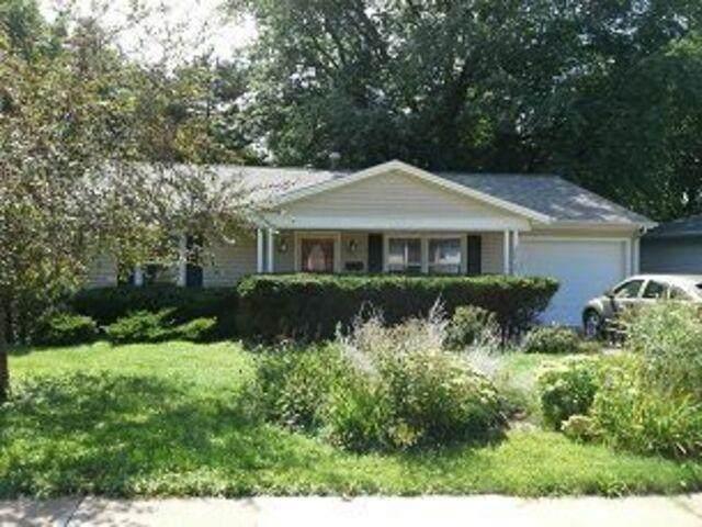 3029 Sweet Briar Ave, Iowa City, IA 52245 (MLS #202103034) :: The Johnson Team