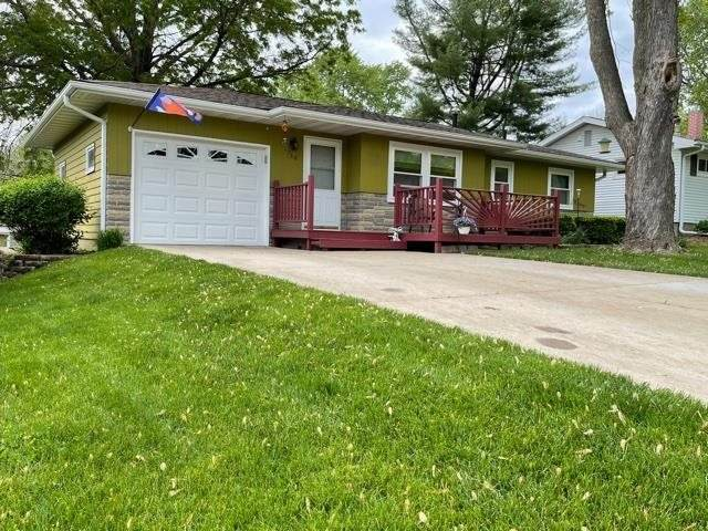 716 13th Ave, Coralville, IA 52241 (MLS #202103038) :: The Johnson Team