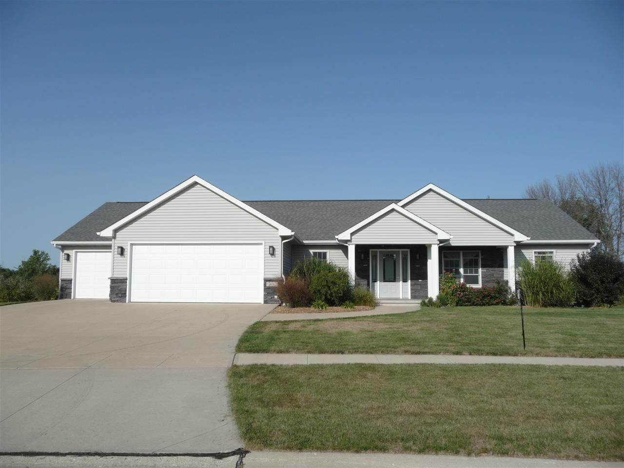 1412 Campbell Dr - Photo 1