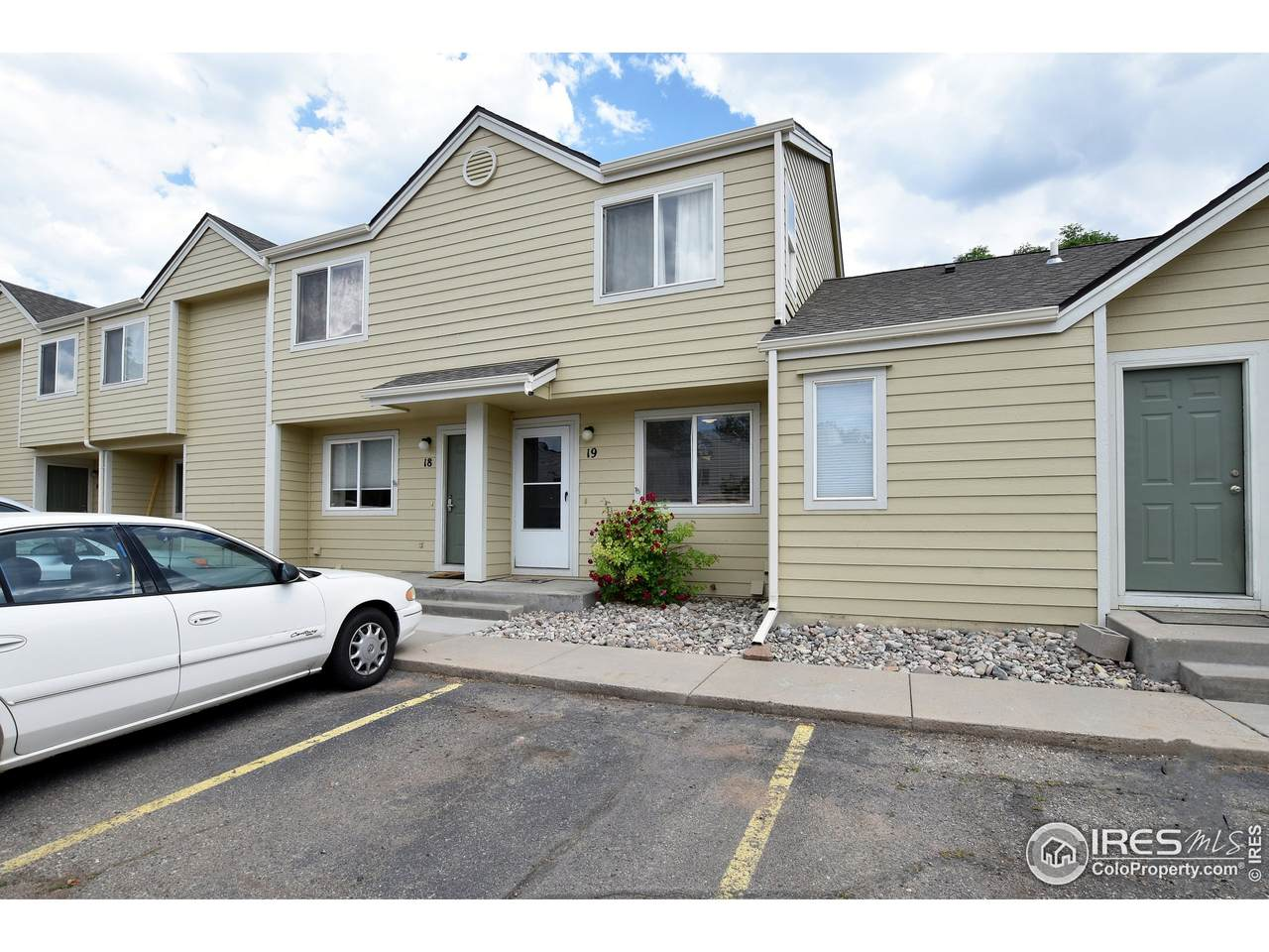 3005 Ross Dr - Photo 1