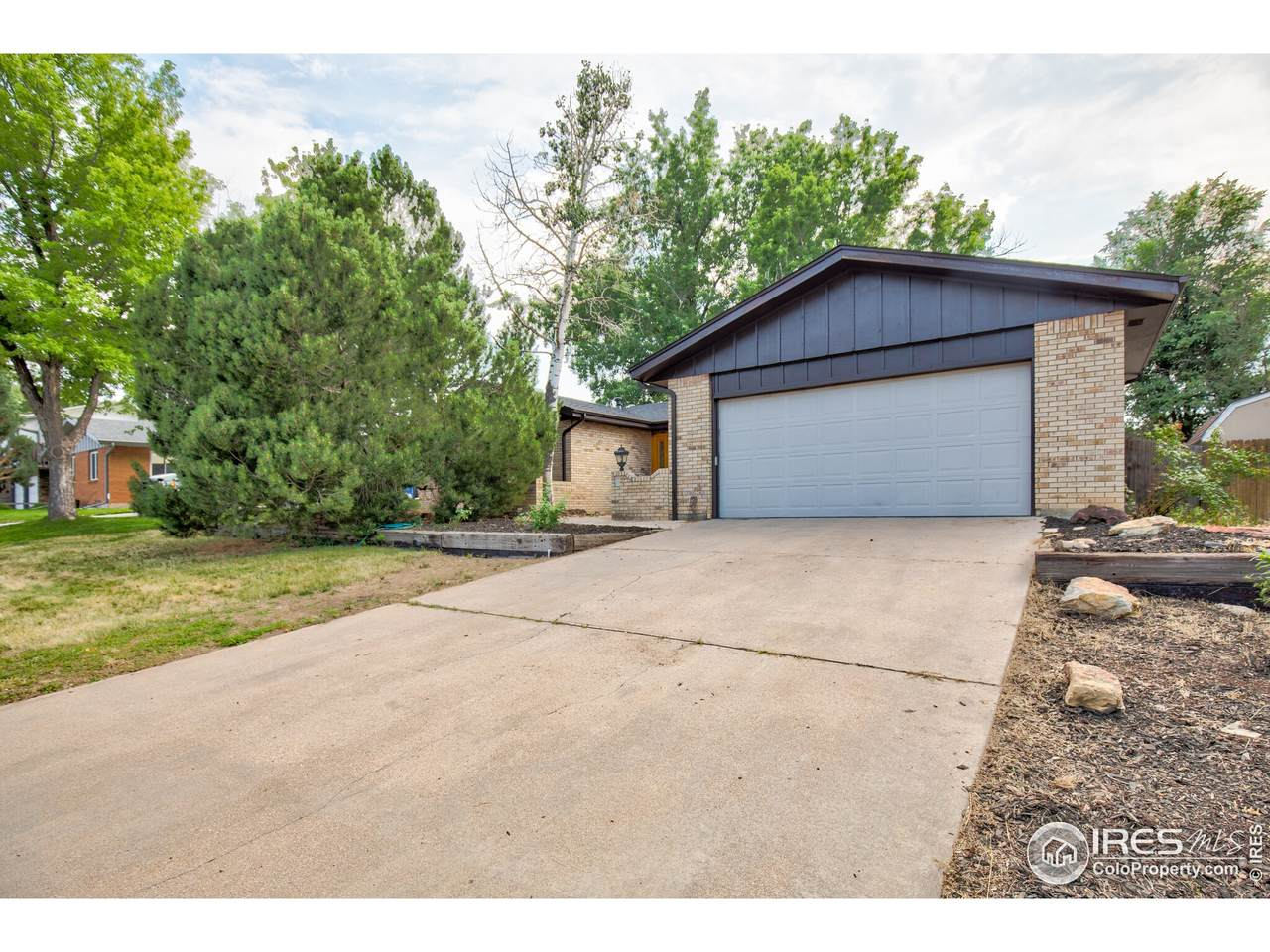 2033 27th Ave - Photo 1