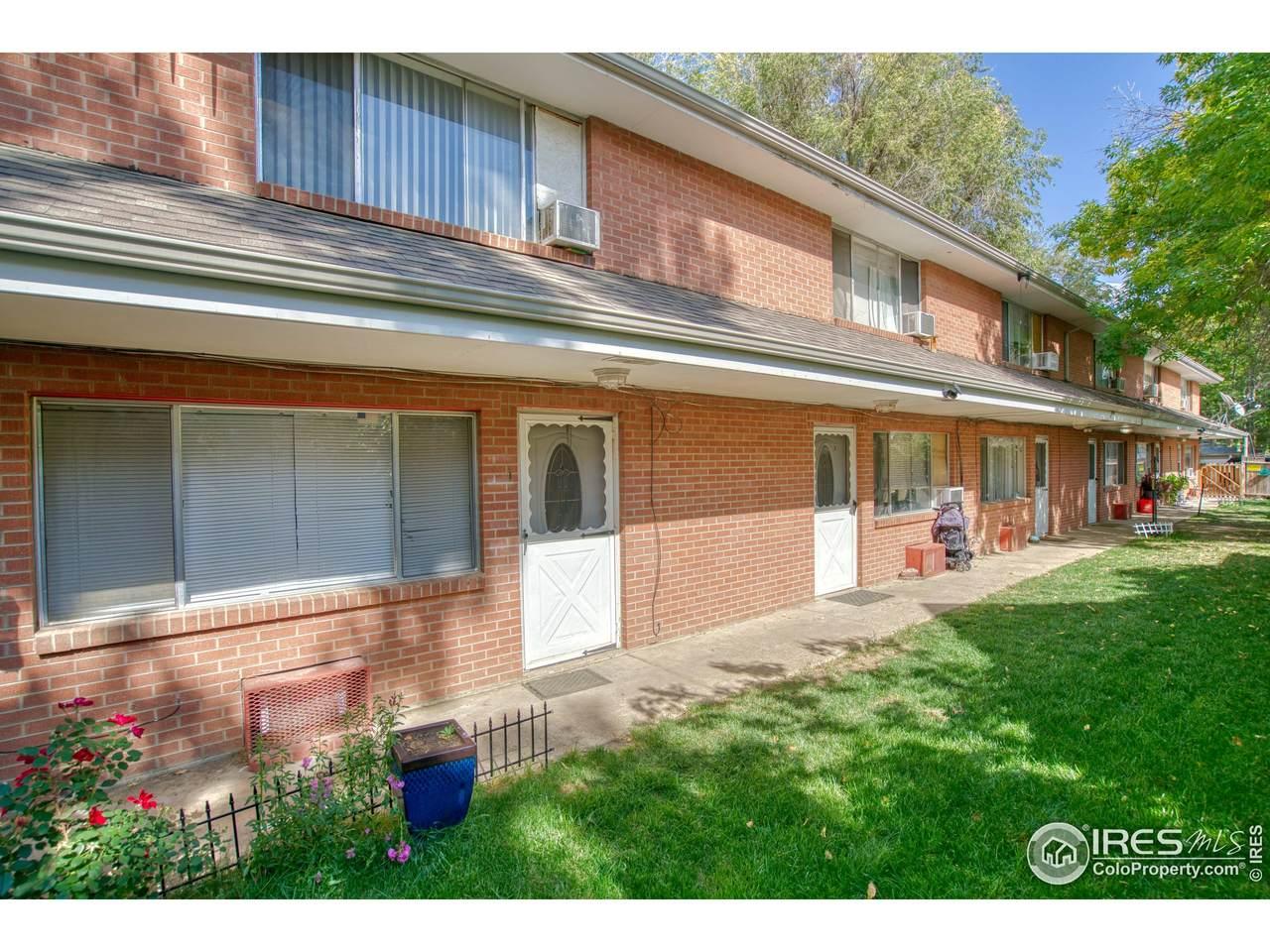 826 Emery St - Photo 1