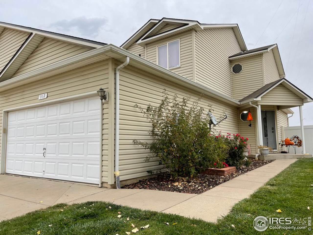 512 28th Ave Ct - Photo 1