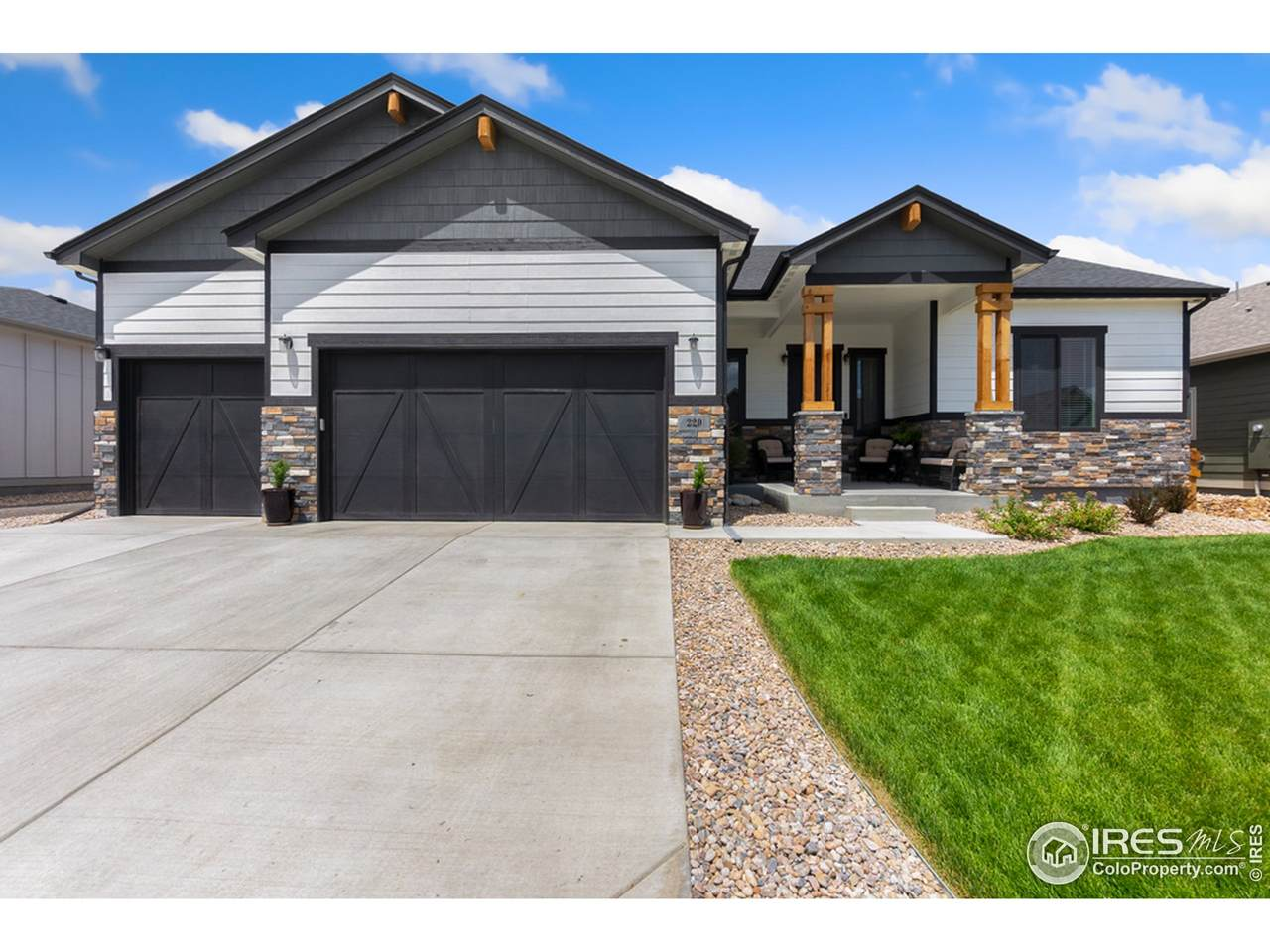 220 Turnberry Dr - Photo 1