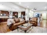 5715 Crossview Dr - Photo 9