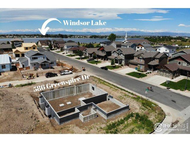 586 Greenspire Dr, Windsor, CO 80550 (MLS #886219) :: J2 Real Estate Group at Remax Alliance