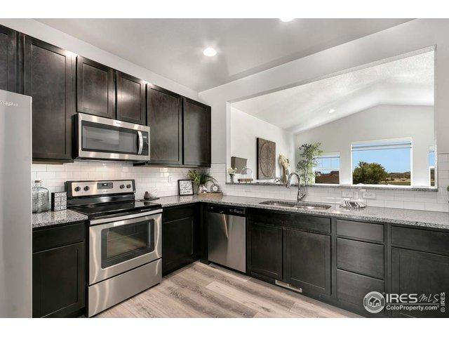 718 Finch Dr - Photo 1
