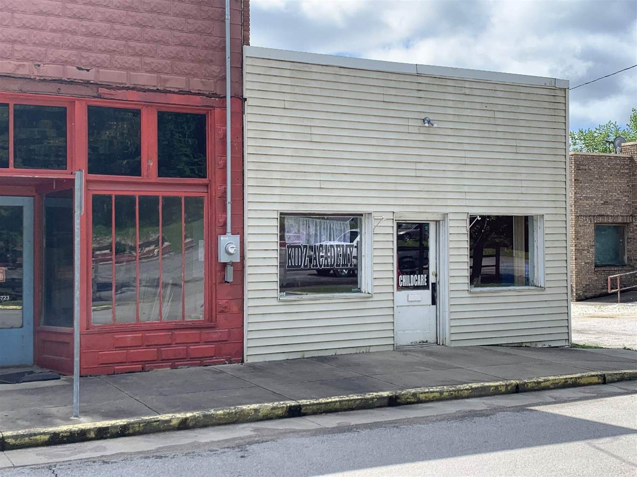 203 Main St - Photo 1