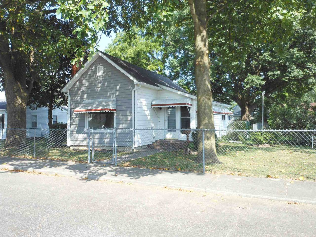 808 Indiana Avenue - Photo 1