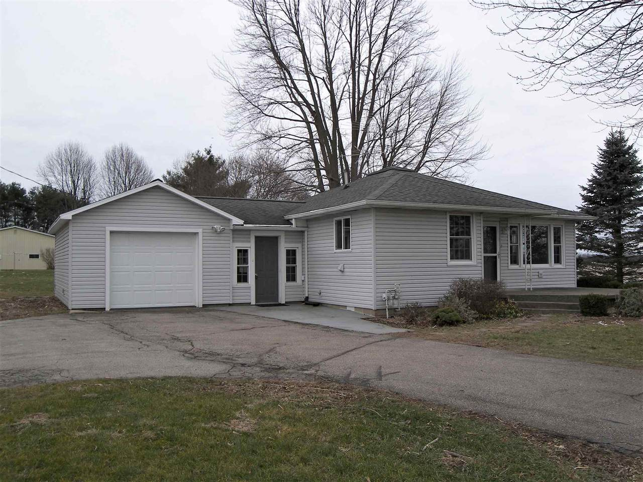 2889 State Road 114 - Photo 1
