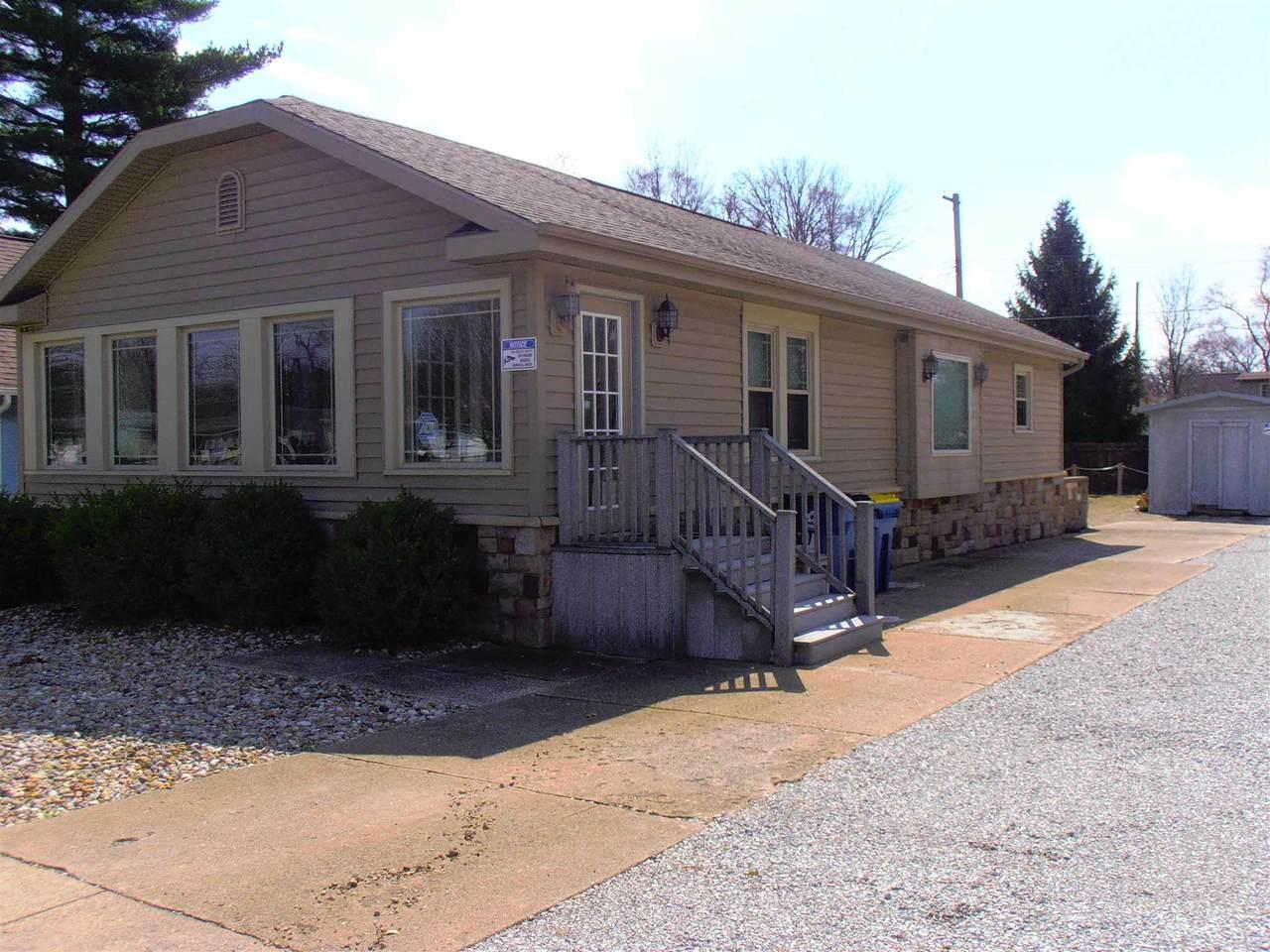 821 Jefferson Boulevard - Photo 1