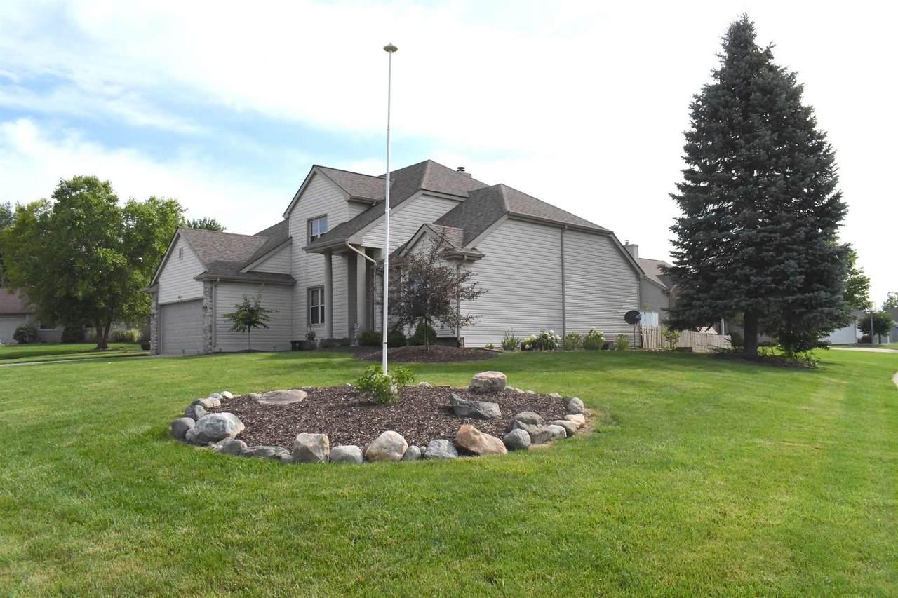 814 Lakeview Drive - Photo 1