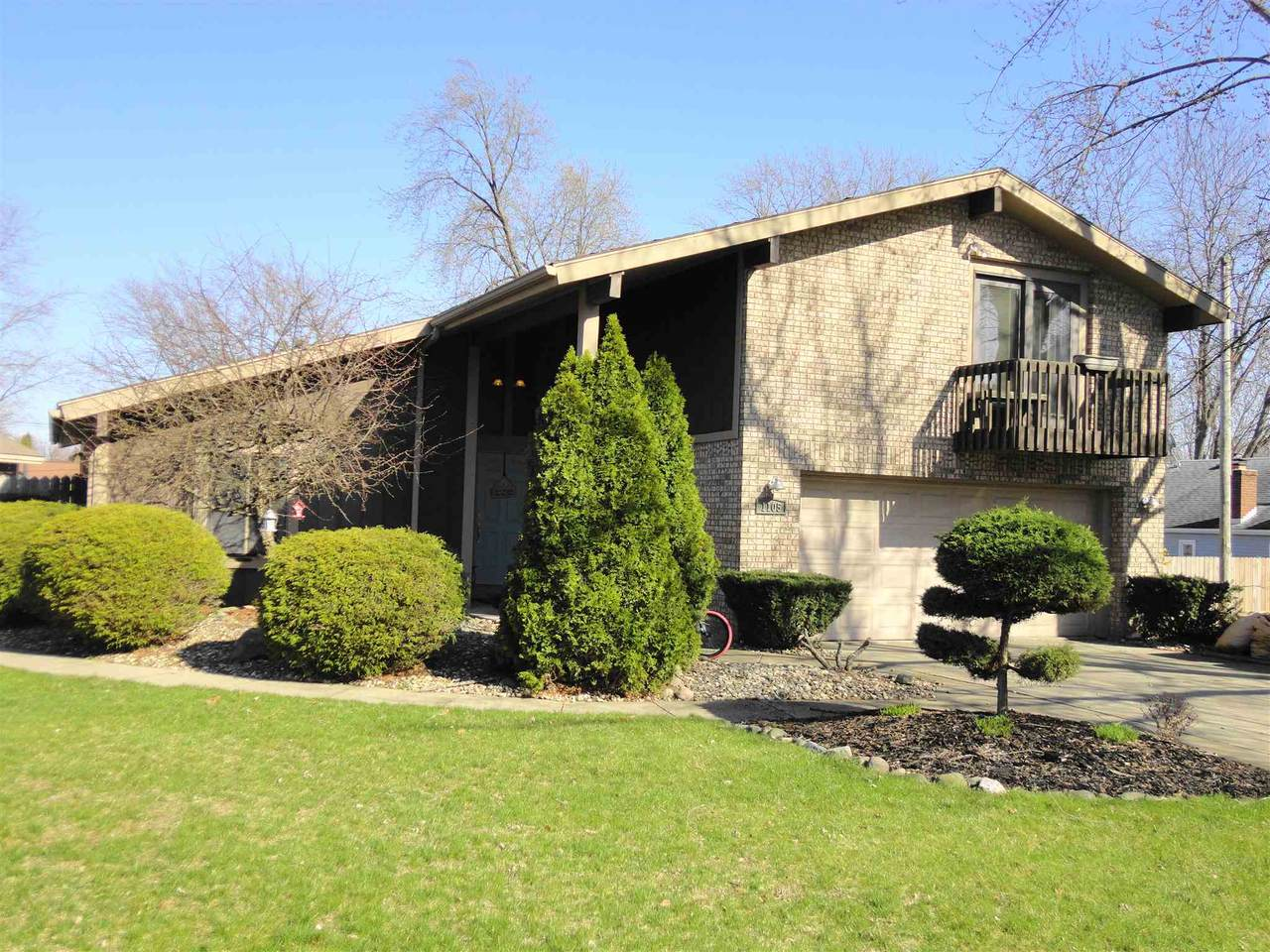 1105 Springhill Dr - Photo 1