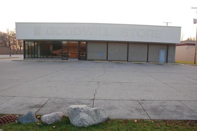 3717 S Main Street, Elkhart, IN 46517 (MLS #201847060) :: The ORR Home Selling Team