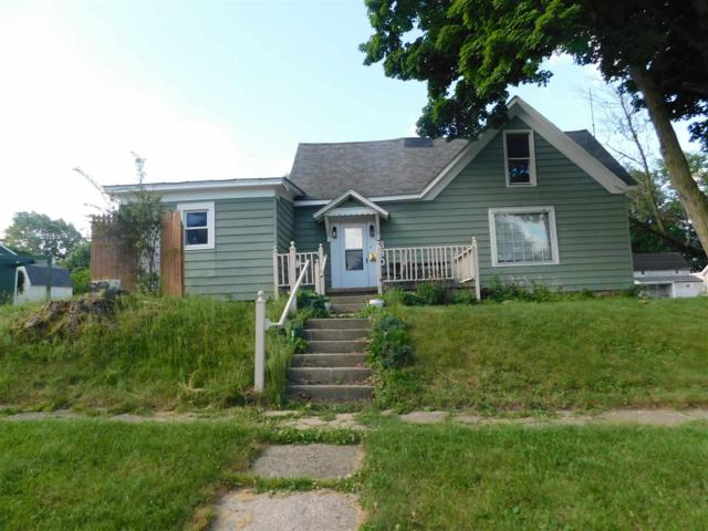 300 Carl Street, Winchester, IN 47394 (MLS #201901978) :: The ORR Home Selling Team
