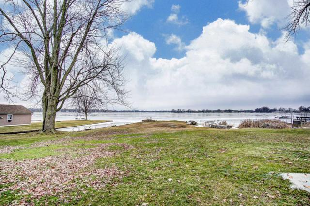 755 Chapman Lake Drive, Warsaw, IN 46582 (MLS #201904243) :: The ORR Home Selling Team