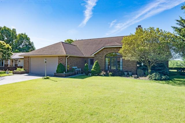 910 Bluffview Drive, Angola, IN 46703 (MLS #201924948) :: The Dauby Team