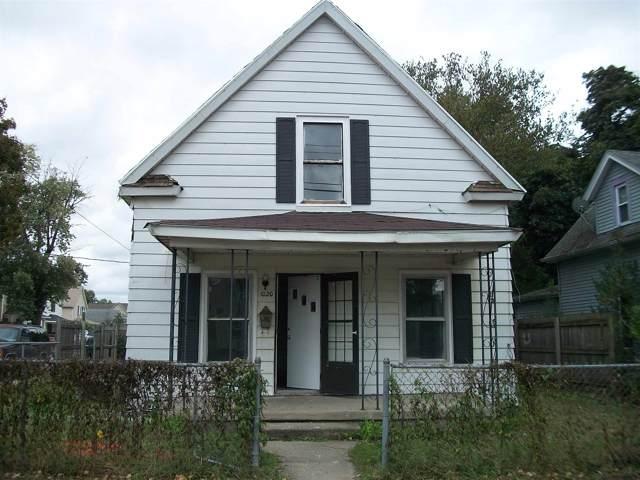 1020 Sarah Street, Mishawaka, IN 46545 (MLS #201946280) :: Parker Team