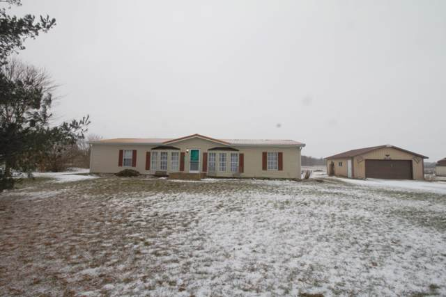 2433 N 800 W, Cromwell, IN 46732 (MLS #202002247) :: The ORR Home Selling Team