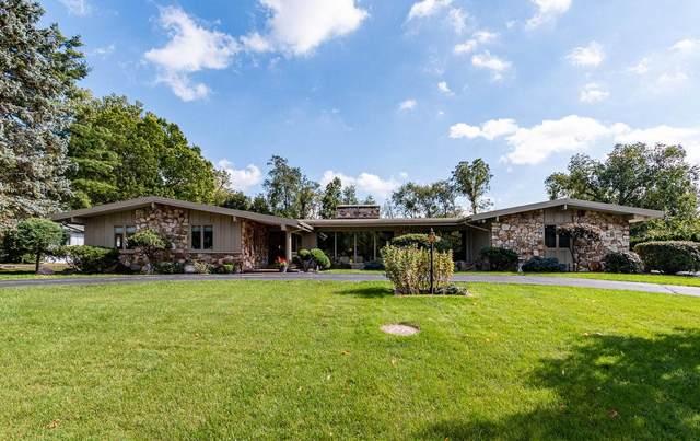 2302 Topsfield Road, South Bend, IN 46614 (MLS #202008444) :: The ORR Home Selling Team