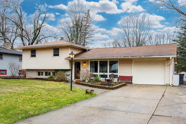 6427 Sunland Drive, Fort Wayne, IN 46815 (MLS #202008994) :: TEAM Tamara