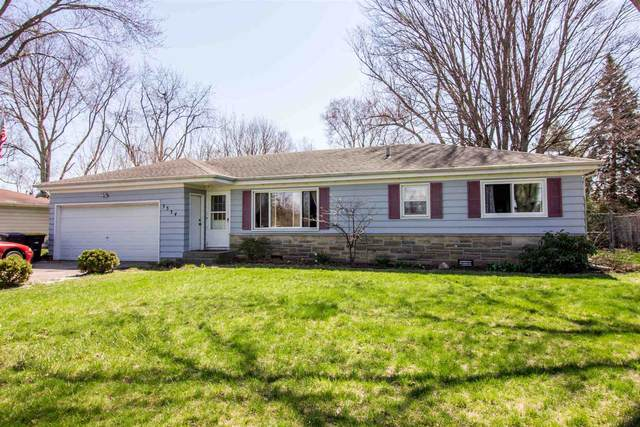 3334 Terry Lane, Fort Wayne, IN 46835 (MLS #202012319) :: TEAM Tamara