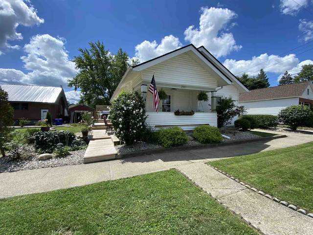 211 W Foster Street, Kokomo, IN 46902 (MLS #202030529) :: The Romanski Group - Keller Williams Realty