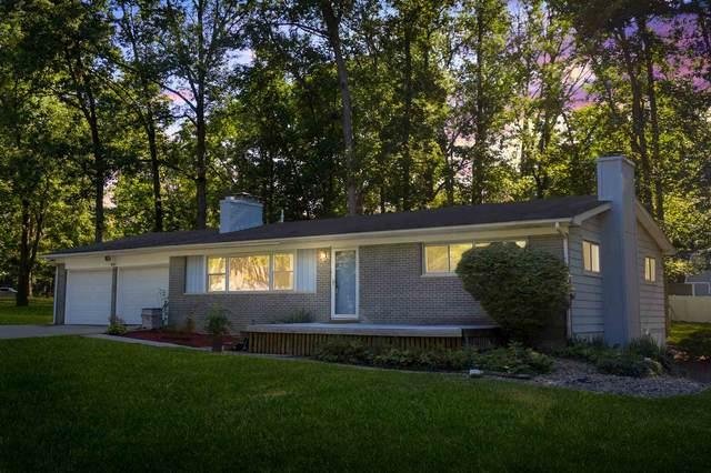 9551 Manor Woods Road, Fort Wayne, IN 46804 (MLS #202031216) :: TEAM Tamara