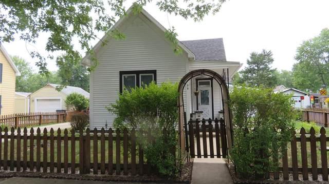319 E Washington Street, Galveston, IN 46932 (MLS #202034313) :: The Romanski Group - Keller Williams Realty