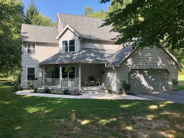 1185 N Saddlebrook, Monticello, IN 47960 (MLS #202038050) :: The Romanski Group - Keller Williams Realty