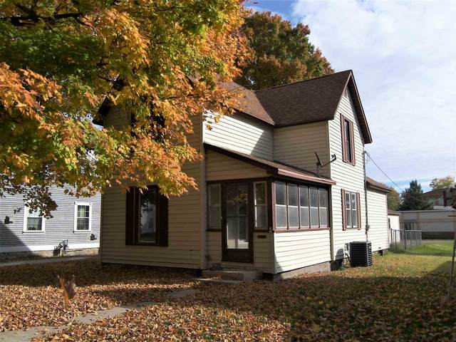 304 N Main Street, Syracuse, IN 46567 (MLS #202042339) :: TEAM Tamara
