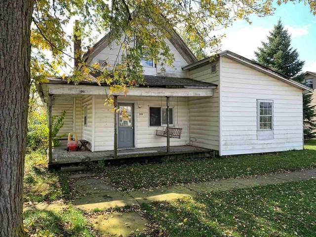 209 W Henry Street, Farmland, IN 47340 (MLS #202042874) :: The ORR Home Selling Team