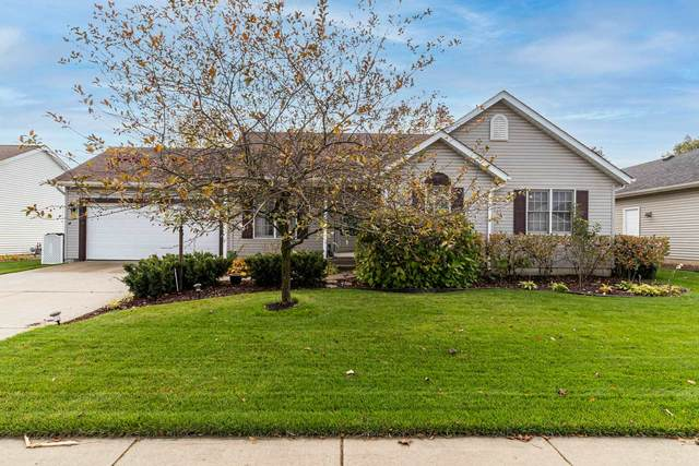 3342 Sand Wood Drive, South Bend, IN 46628 (MLS #202043062) :: The Dauby Team