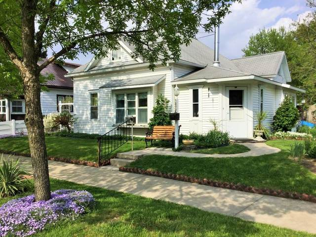 1202 N High Street, Hartford City, IN 47348 (MLS #202046617) :: The Romanski Group - Keller Williams Realty
