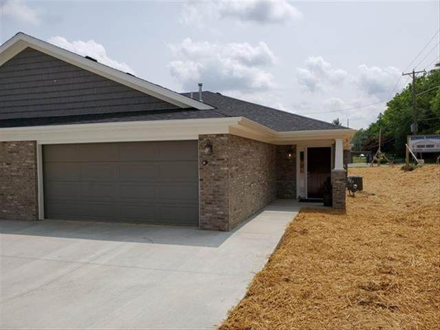 1512 Kennel Drive B, Evansville, IN 47710 (MLS #202049561) :: Aimee Ness Realty Group